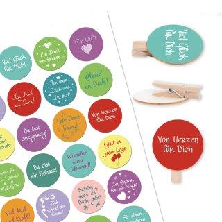 24 bunte Sprücheaufkleber + 24 Holzklammern mit Holzscheibe 4 cm Glückwunsch Motivation Geschenke dekorieren