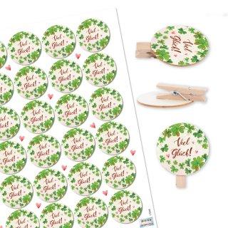 24 Holzklammern natur + VIEL GLÜCK Aufkleber grün weiß - Glücksbringer Deko Kleeblatt Glückssymbol Prüfung