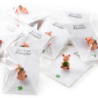 10 kleine Gastgeschenke - rosa Glücksschweine + Nur eine Kleinigkeit Kärtchen in weiß schwarz