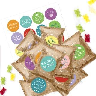 24 kleine Gummibärchen Tüten mit bunten Aufklebern mit Sprüchen - Give-Away