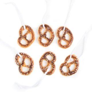 6 kleine Brezenanhänger aus Kunststoff - Lebensmittel Brezen Attrappe - Deko bayerisch 5,5 cm