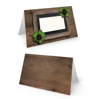 Tischkarten zum Beschriften in Holzoptik - dunkelbraun - mit grünem Kleeblatt 8,5 x 5,5 cm geklappt