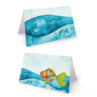 Tischkarte 8,5 x 5,5 cm 250 g maritim blau türkis bunt mit Regenbogenfisch - Taufe Kommunion