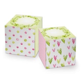 Kleine Geschenkschachtel in 7 x 7 cm grün rosa weiß mit Herzen und Blumen - liebevolle Mini Verpackung