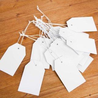 25 Papieranhänger aus Kraftpapier - 9 x 5,5 cm weiß blanko - zum Aufhängen
