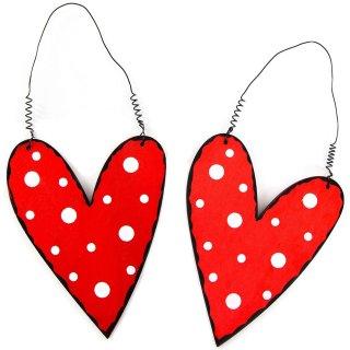 2 Herz Anhänger rot weiß schwarz - aus Holz mit Draht zum Aufhängen 12 cm